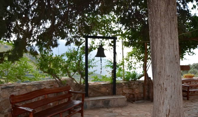 На оглядовому майданчику монастиря