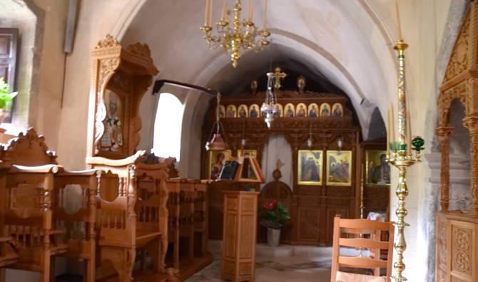 У храмі монастиря Аталі