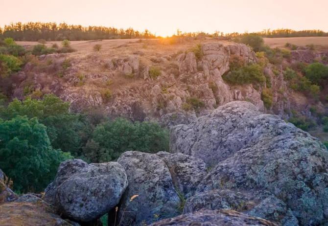 рожеві скелі Актівського каньйону