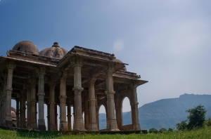 Чампанер-Паваґадх - спляче місто в Індії