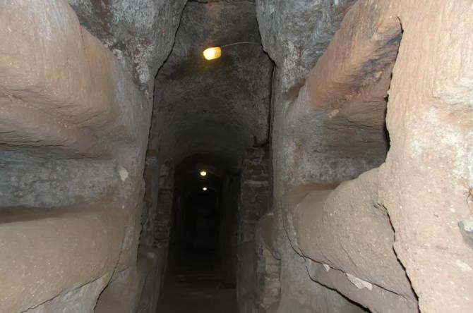 катакомби святого Калліста з відкритими нішами
