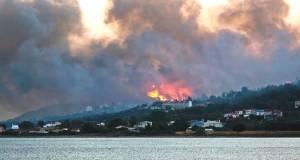 На грецькому острові евакуйовані п'ять готелів і сотні туристів