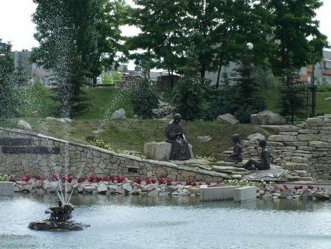 фонтан в парке города Либёнж