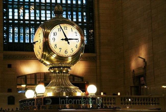 годинник всередині вокзалу