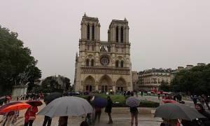 У Парижі почали очищати від свинцю околиці Нотр-Дама