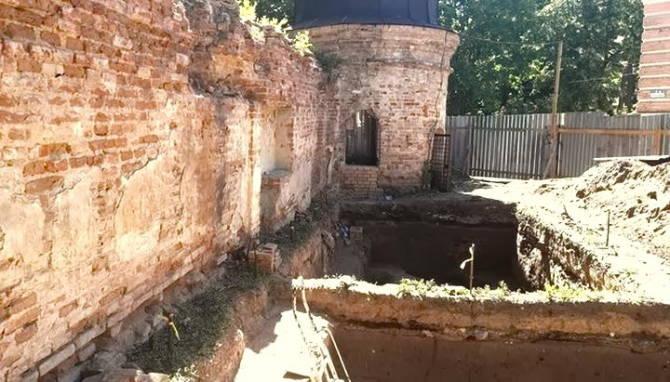 розкопки у вежі Кирилівської церкви