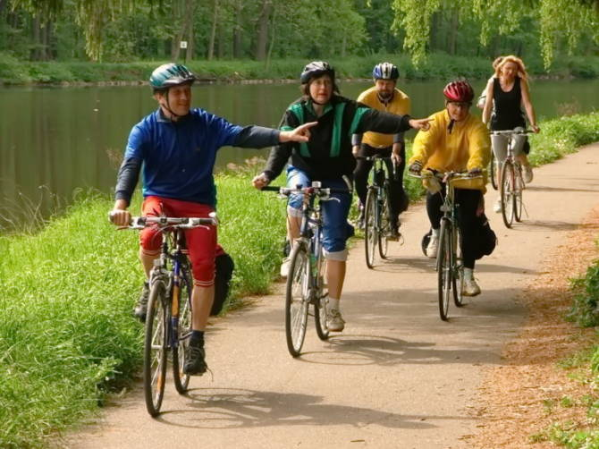група туристів на велосипедах