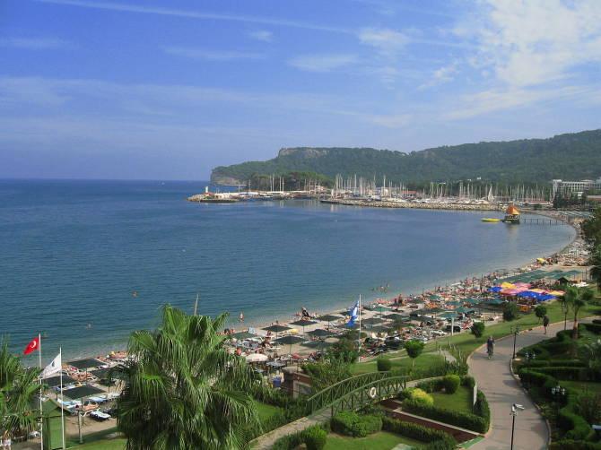 Центральний пляж в Кемері, Туреччина