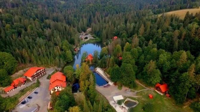 туристичний комплекс *Озеро Vita* з висоти пташиного польоту